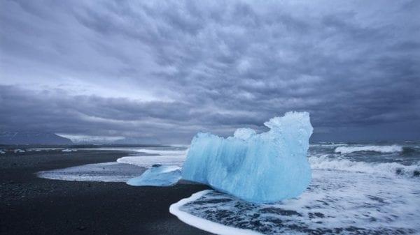 Icebergs diamond beach Jökulsárlón