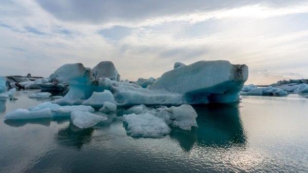 Icebergs Jökulsárlón glacial lagoon